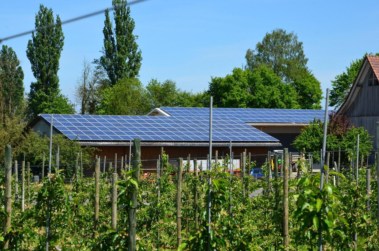 Solceller på ett tak